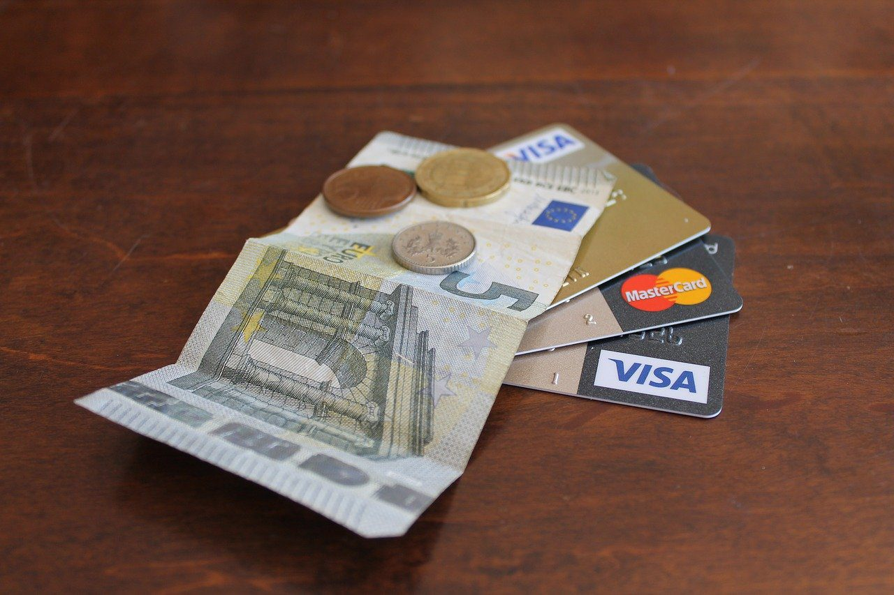 Bezahlen in Tschechien mit Bargeld, Kreditkarte oder EC-Karte